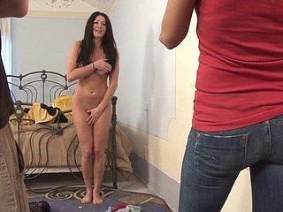 Bilder gezwungen nackt Oma Sex